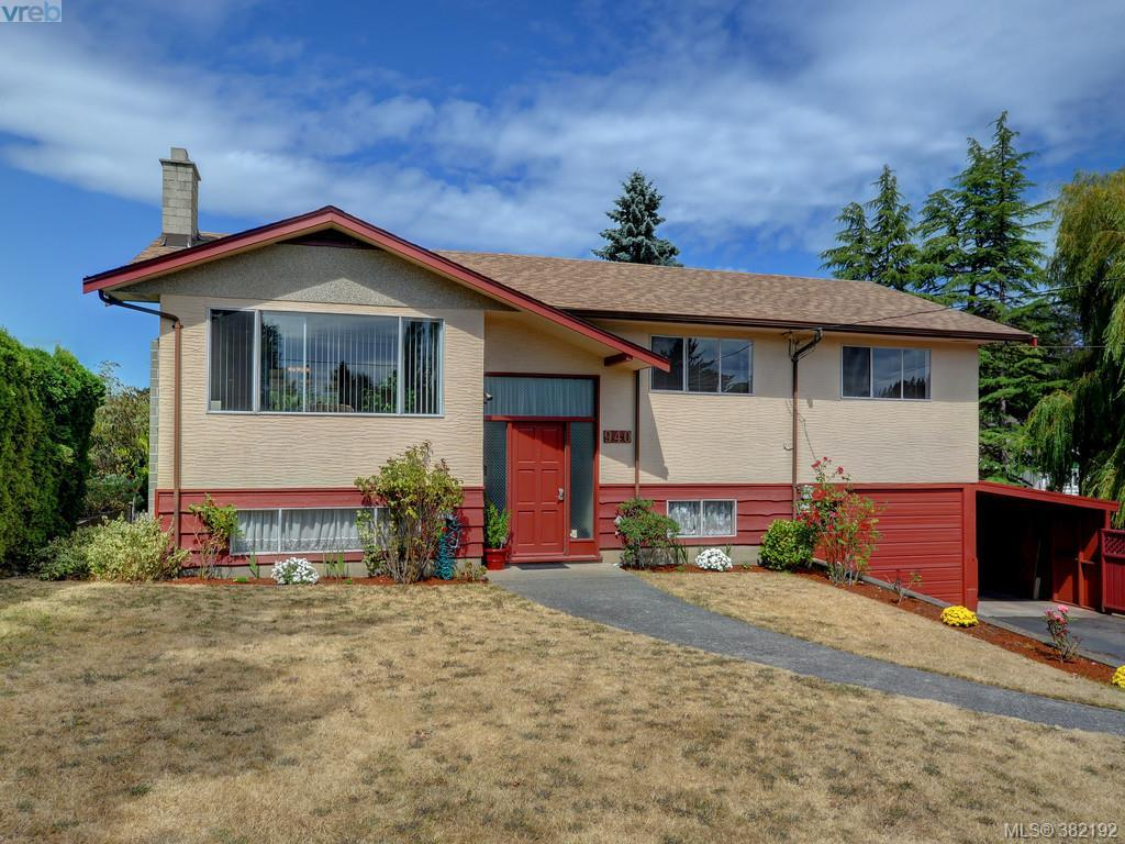 Main Photo: 940 Leslie Drive in VICTORIA: SE Quadra Single Family Detached for sale (Saanich East)  : MLS® # 382192