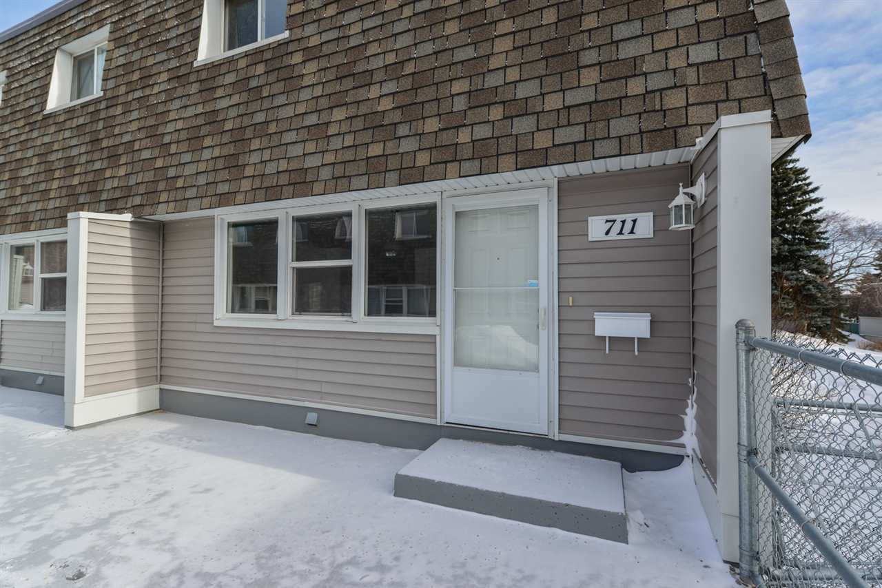 Main Photo: 711 VILLAGE ON THE Green in Edmonton: Zone 02 Townhouse for sale : MLS®# E4097257