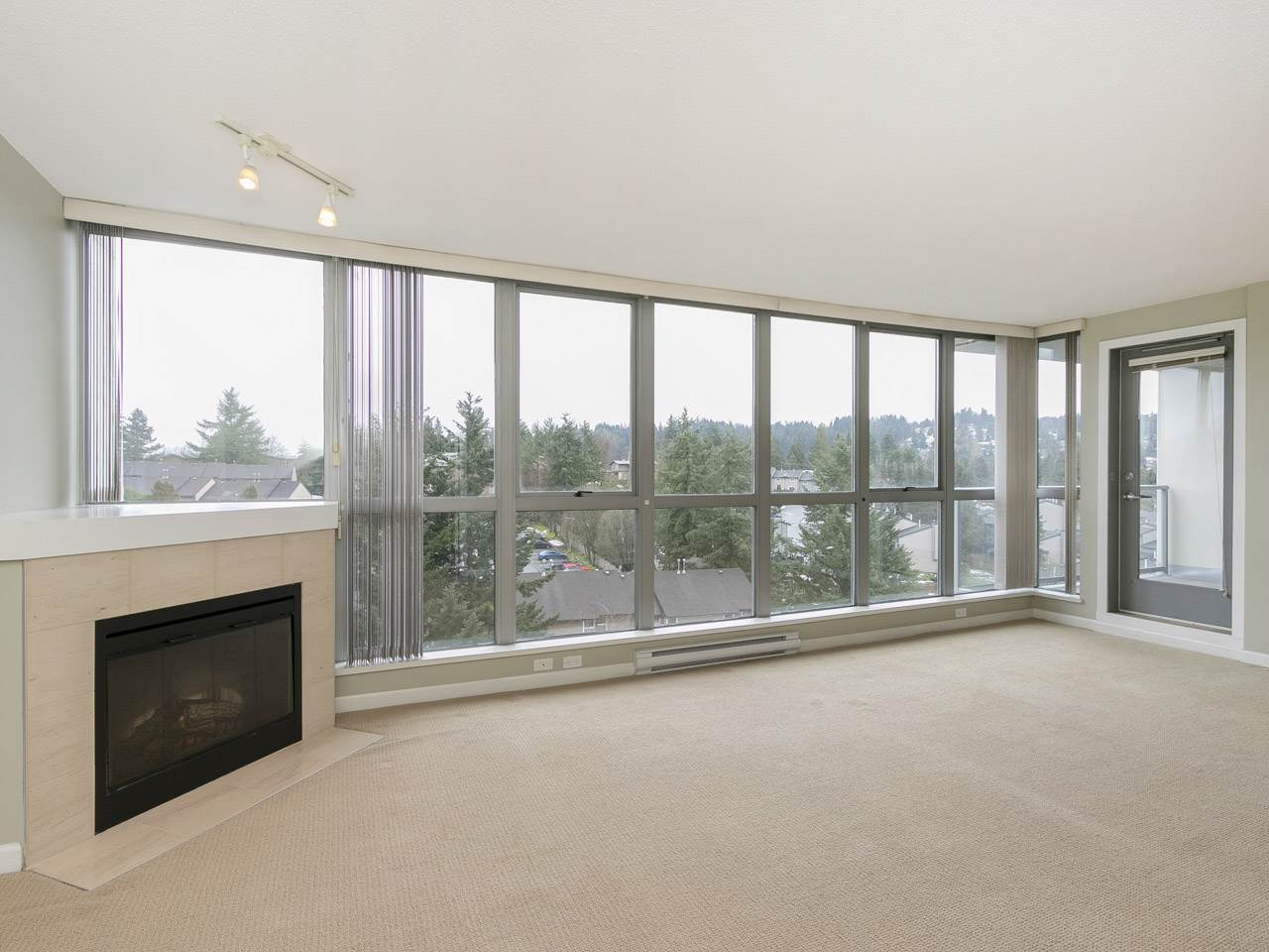 Main Photo: 1002 295 GUILDFORD Way in Port Moody: North Shore Pt Moody Condo for sale : MLS® # R2244280