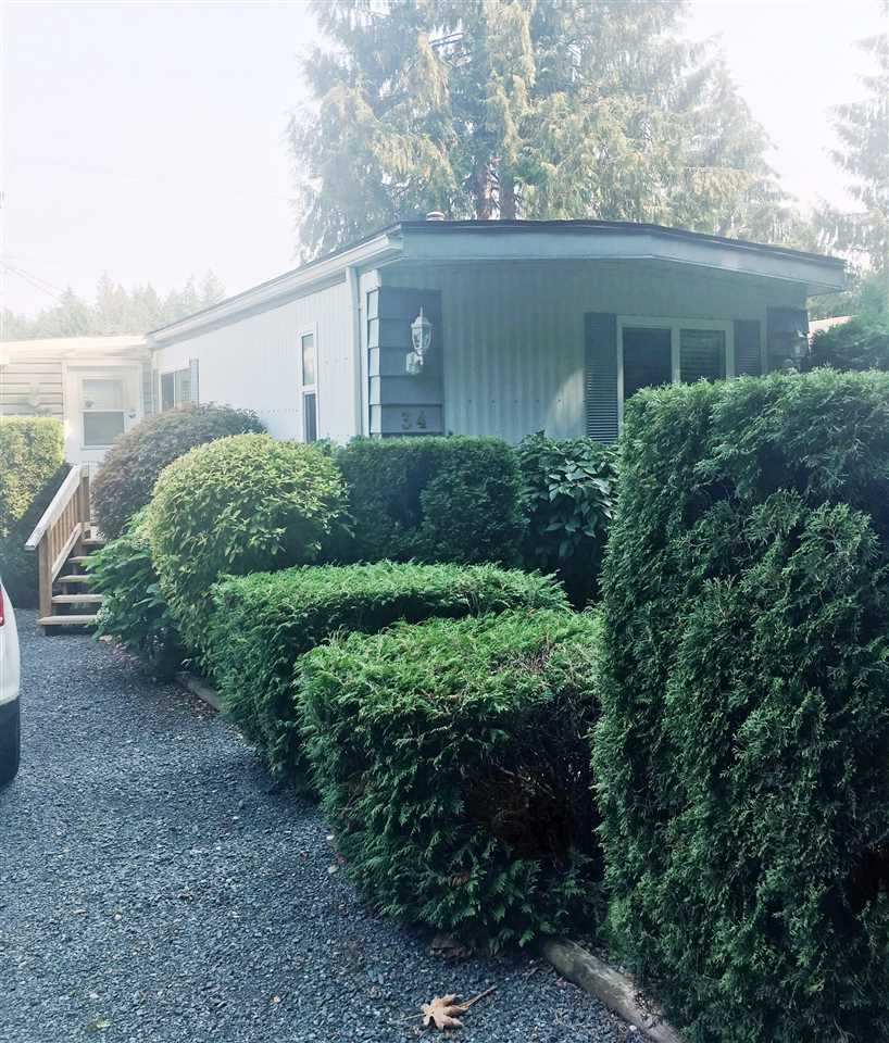 "Main Photo: 34 3942 COLUMBIA VALLEY Road: Cultus Lake Manufactured Home for sale in ""CULTUS LAKE VILLAGE"" : MLS®# R2300373"