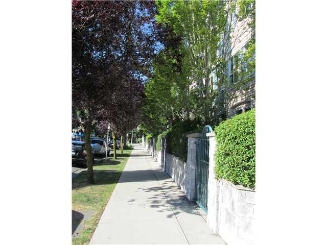"Photo 2: 402 3278 HEATHER Street in Vancouver: Cambie Condo for sale in ""HEATHERSTONE"" (Vancouver West)  : MLS® # V906355"