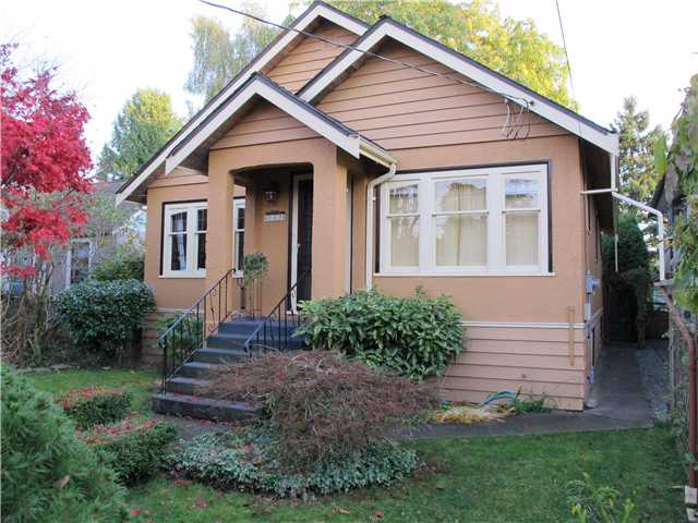 Main Photo: 232 5TH Avenue in New Westminster: Queens Park House for sale : MLS(r) # V922285