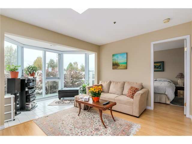 Photo 3: PH8 2238 ETON Street in Vancouver: Hastings Condo for sale (Vancouver East)  : MLS® # V1097894