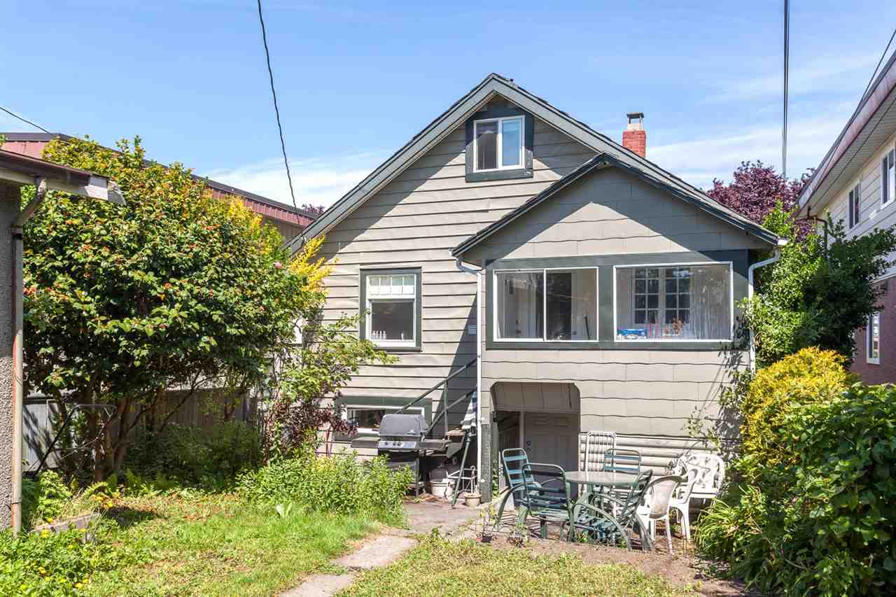 "Main Photo: 2590 PARKER Street in Vancouver: Renfrew VE House for sale in ""RENFREW"" (Vancouver East)  : MLS® # R2069438"