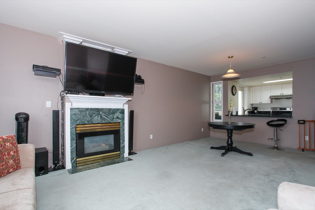 "Photo 5: 305 1519 GRANT Avenue in Port Coquitlam: Glenwood PQ Condo for sale in ""The Beacon"" : MLS(r) # R2111528"