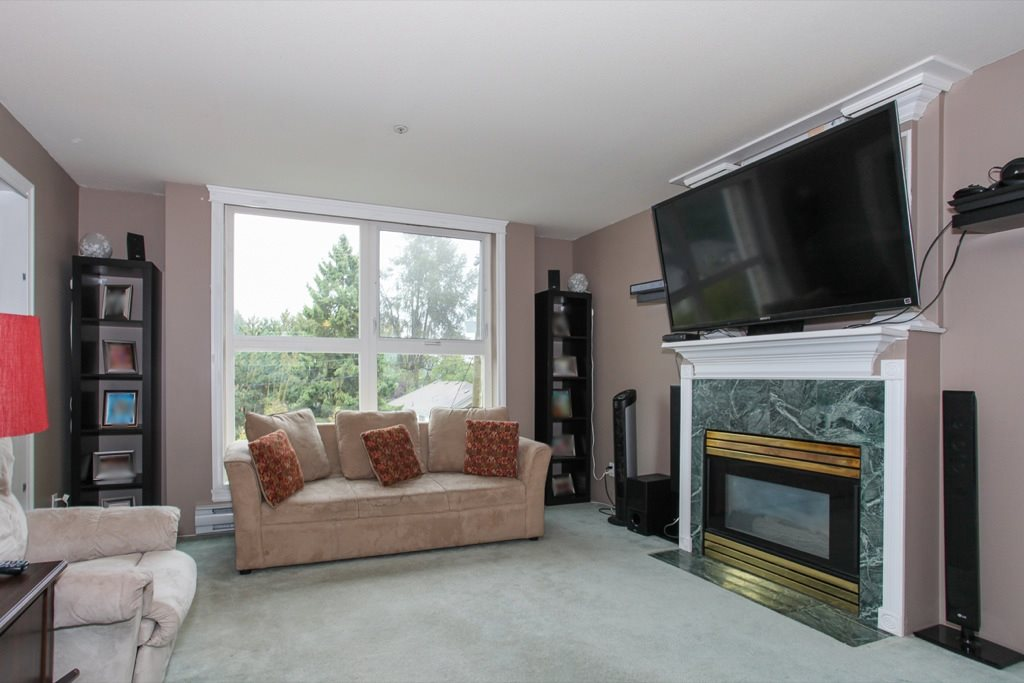 "Photo 3: 305 1519 GRANT Avenue in Port Coquitlam: Glenwood PQ Condo for sale in ""The Beacon"" : MLS(r) # R2111528"