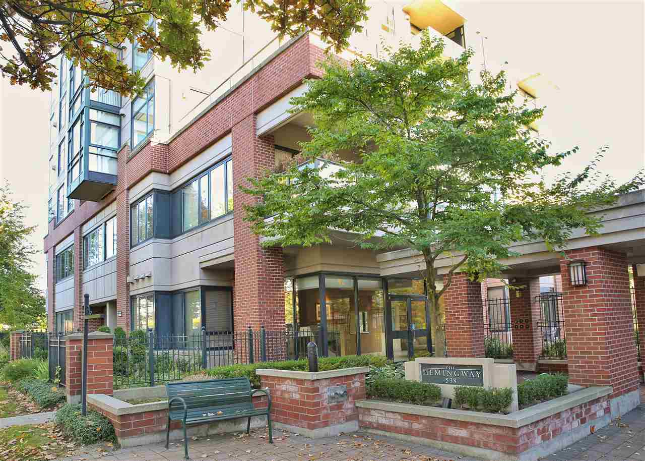 "Main Photo: 402 538 W 45TH Avenue in Vancouver: Oakridge VW Condo for sale in ""THE HEMMINGWAY"" (Vancouver West)  : MLS®# R2114886"
