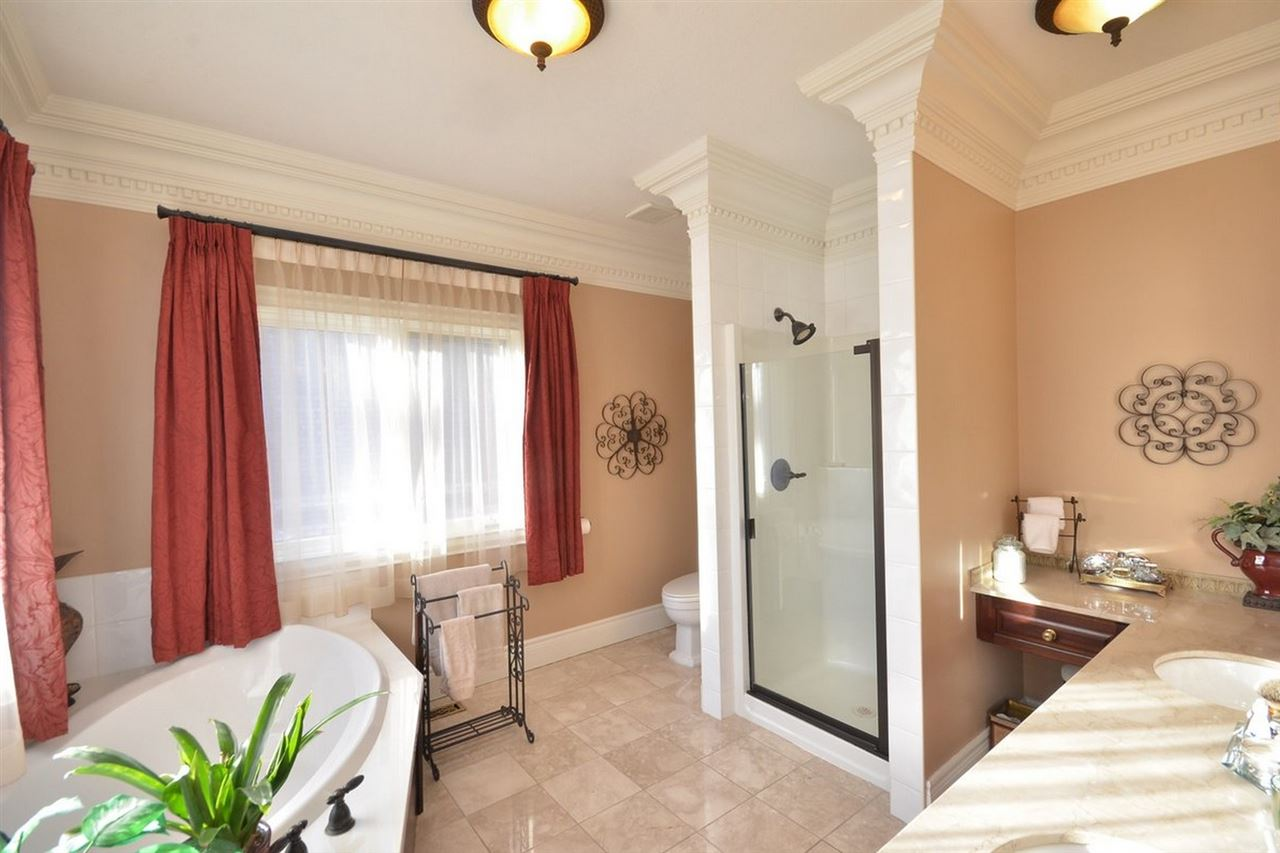 Photo 13: 1494 WELBOURN Drive in Edmonton: Zone 20 House for sale : MLS(r) # E4047595