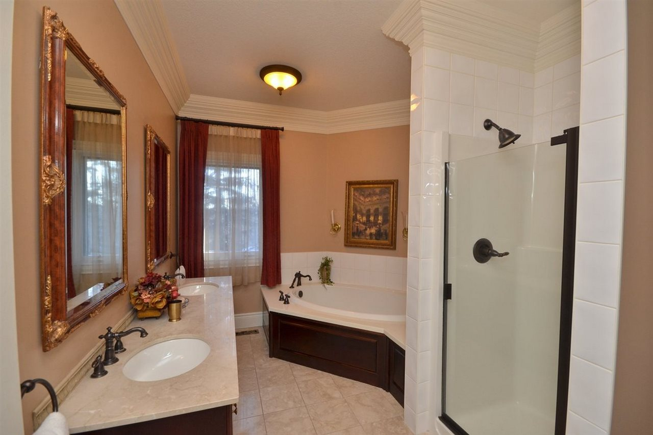 Photo 14: 1494 WELBOURN Drive in Edmonton: Zone 20 House for sale : MLS(r) # E4047595