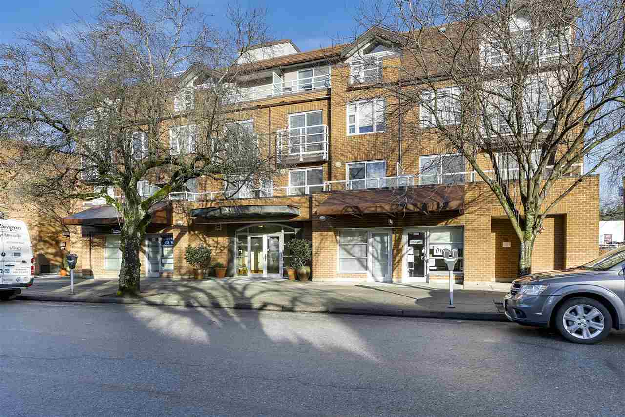 "Main Photo: 401 2071 W 42ND Avenue in Vancouver: Kerrisdale Condo for sale in ""THE LAUREATES"" (Vancouver West)  : MLS(r) # R2133833"