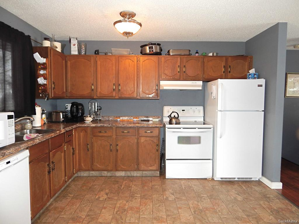 Fridge and stove included