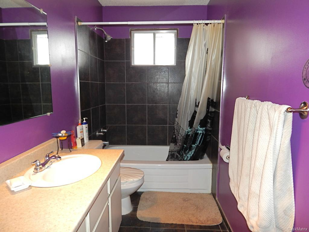 4 piece bathroom with in room storage