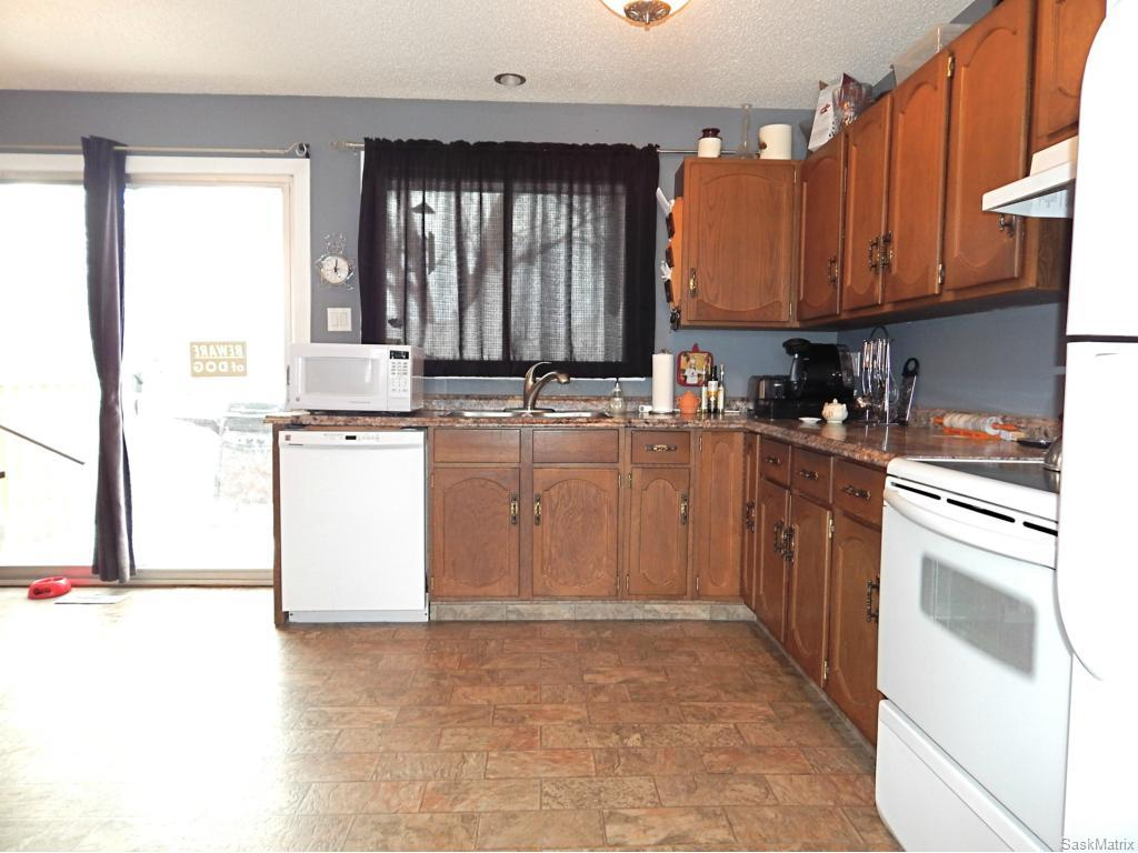 Large L-shaped kitchen with newer laminate countertops