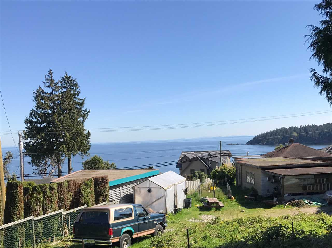 Main Photo: 6220 SUNSHINE COAST Highway in Sechelt: Sechelt District House for sale (Sunshine Coast)  : MLS(r) # R2140615