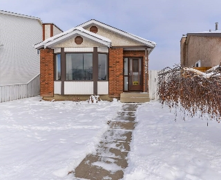 Main Photo: 18322 71A Avenue in Edmonton: Zone 20 House for sale : MLS(r) # E4053993