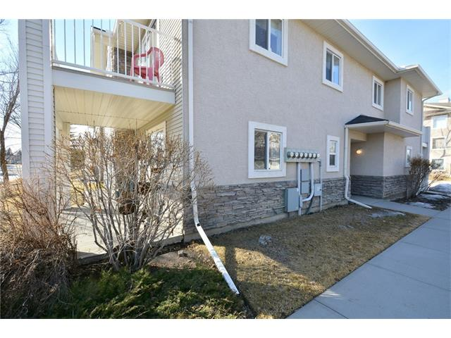 Photo 3: 6639 Pinecliff Grove NE in Calgary: Pineridge House for sale : MLS(r) # C4107612