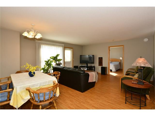 Photo 11: 6639 Pinecliff Grove NE in Calgary: Pineridge House for sale : MLS(r) # C4107612