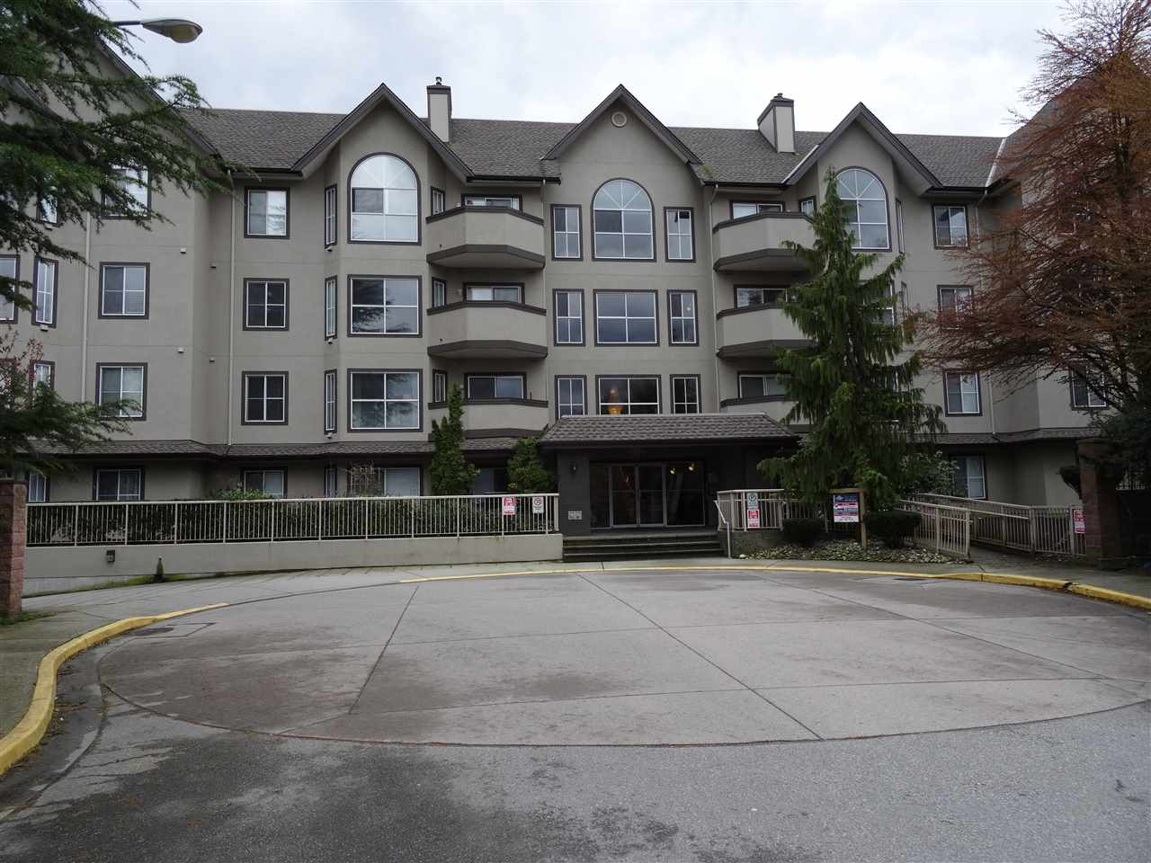"Main Photo: 402 12464 191B Street in Pitt Meadows: Mid Meadows Condo for sale in ""LASEUR MANOR"" : MLS(r) # R2157325"