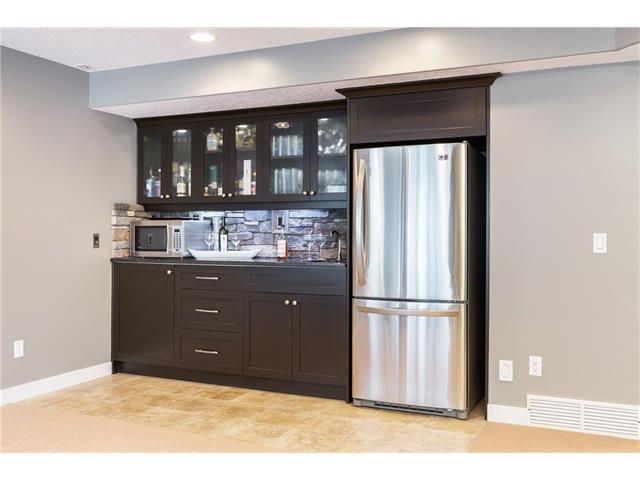Wet Bar with Undercabinet Lighting