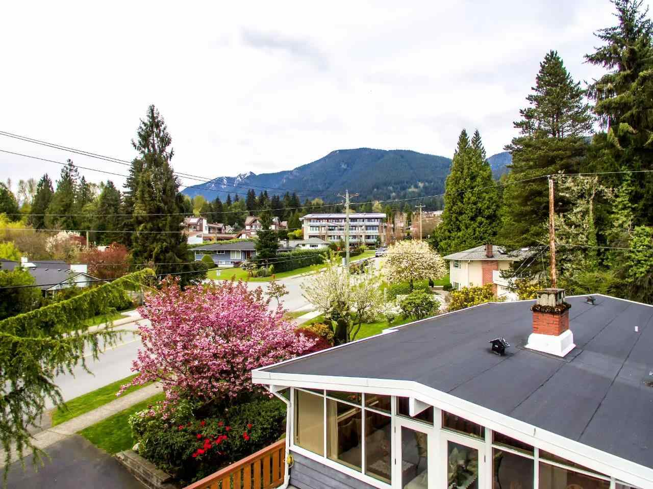 Photo 3: 3532 DELBROOK Avenue in North Vancouver: Delbrook House for sale : MLS(r) # R2163103