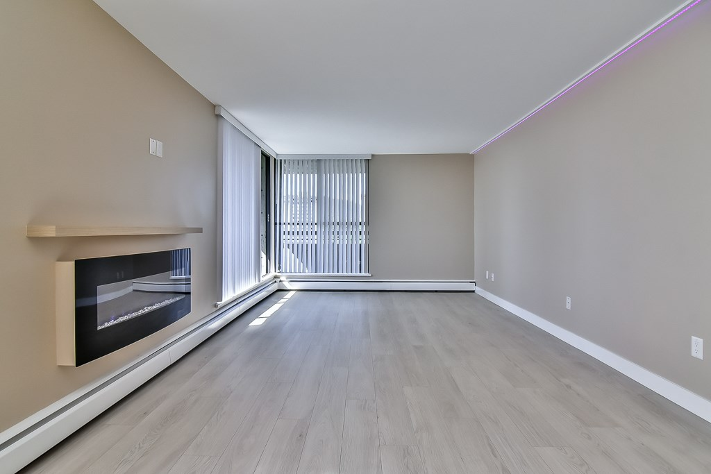 Photo 5: 1502 3755 BARTLETT COURT in Burnaby: Sullivan Heights Condo for sale (Burnaby North)  : MLS® # R2170341