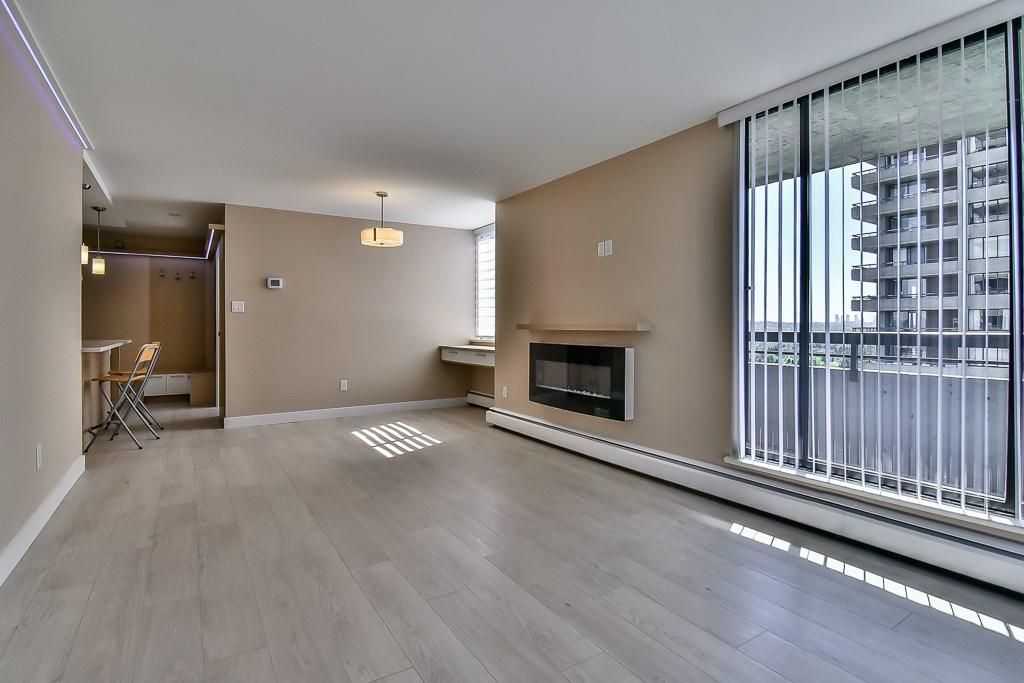 Photo 6: 1502 3755 BARTLETT COURT in Burnaby: Sullivan Heights Condo for sale (Burnaby North)  : MLS® # R2170341
