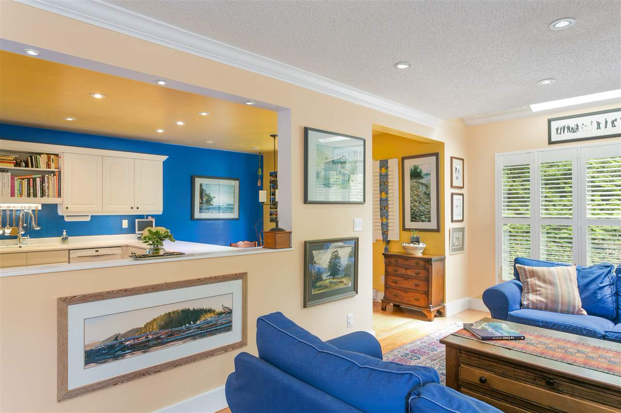 "Photo 8: 5 300 MAUDE Road in Port Moody: North Shore Pt Moody Townhouse for sale in ""SANMARINO BY THE SEA"" : MLS® # R2179463"