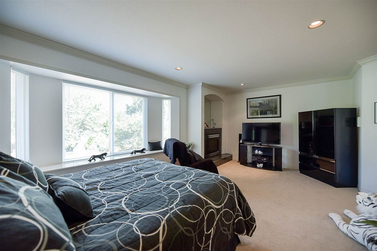 Photo 13: 15671 101A Avenue in Surrey: Guildford House for sale (North Surrey)  : MLS® # R2202060