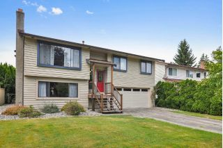 Main Photo: 21233 95A Avenue in Langley: Walnut Grove House for sale : MLS®# R2289989
