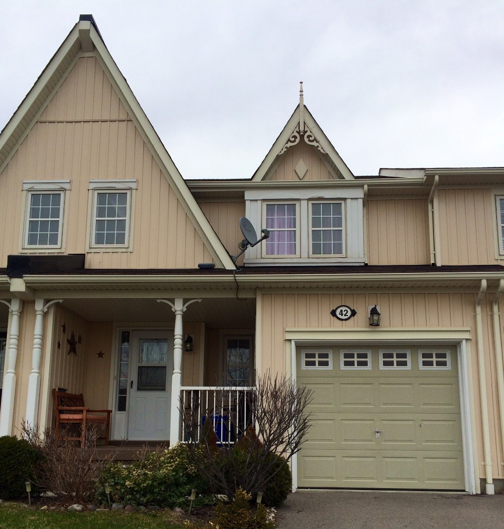 Main Photo: 42 Barchester Crest in Whitby: Brooklin House (2-Storey) for sale : MLS(r) # E2889332