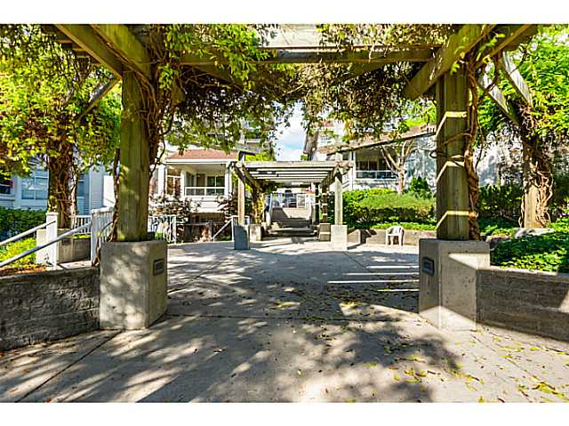 "Photo 6: 406 3628 RAE Avenue in Vancouver: Collingwood VE Condo for sale in ""Raintree Gardens"" (Vancouver East)  : MLS(r) # V1097542"