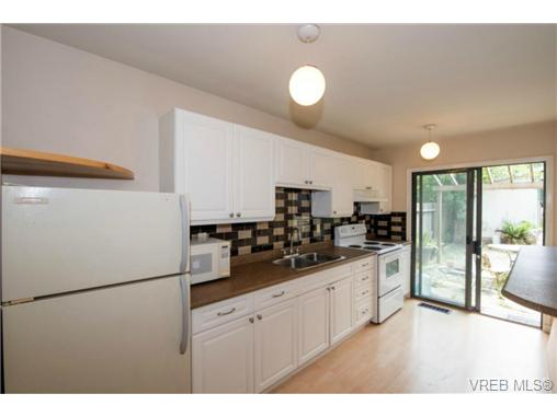 Photo 5: 943 Meares Street in VICTORIA: Vi Downtown Revenue Duplex for sale (Victoria)  : MLS(r) # 364836