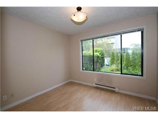 Photo 8: 943 Meares Street in VICTORIA: Vi Downtown Revenue Duplex for sale (Victoria)  : MLS(r) # 364836