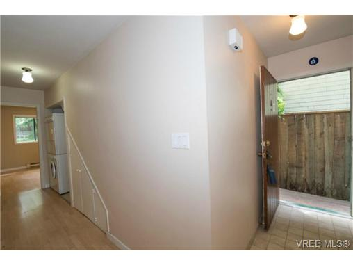 Photo 6: 943 Meares Street in VICTORIA: Vi Downtown Revenue Duplex for sale (Victoria)  : MLS(r) # 364836