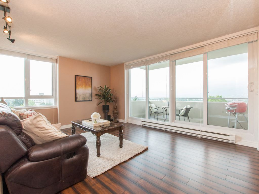 "Main Photo: 901 5652 PATTERSON Avenue in Burnaby: Central Park BS Condo for sale in ""CENTRAL PARK PLACE"" (Burnaby South)  : MLS®# R2072870"