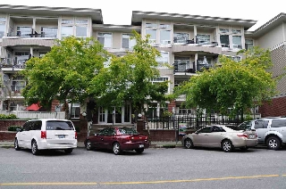 "Main Photo: 401 2353 MARPOLE Avenue in Port Coquitlam: Central Pt Coquitlam Condo for sale in ""EDGEWATER"" : MLS(r) # R2083934"