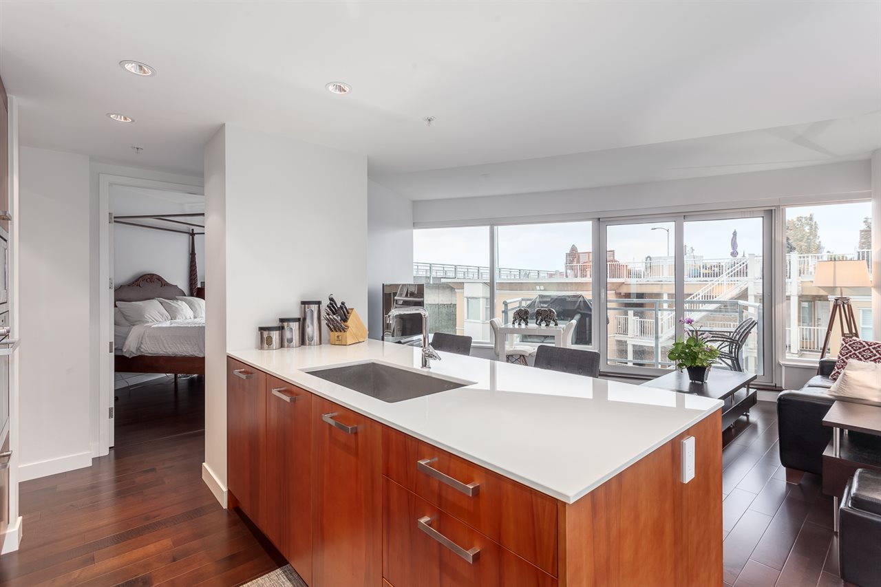 Photo 4: 305 1565 W 6TH Avenue in Vancouver: False Creek Condo for sale (Vancouver West)  : MLS® # R2129842