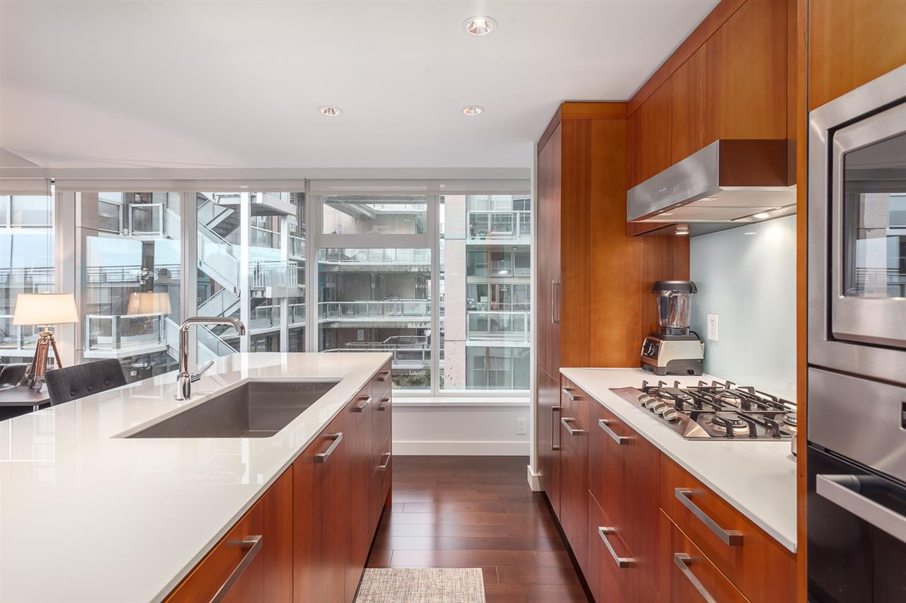Photo 5: 305 1565 W 6TH Avenue in Vancouver: False Creek Condo for sale (Vancouver West)  : MLS® # R2129842