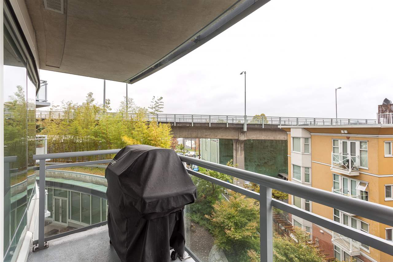 Photo 8: 305 1565 W 6TH Avenue in Vancouver: False Creek Condo for sale (Vancouver West)  : MLS® # R2129842