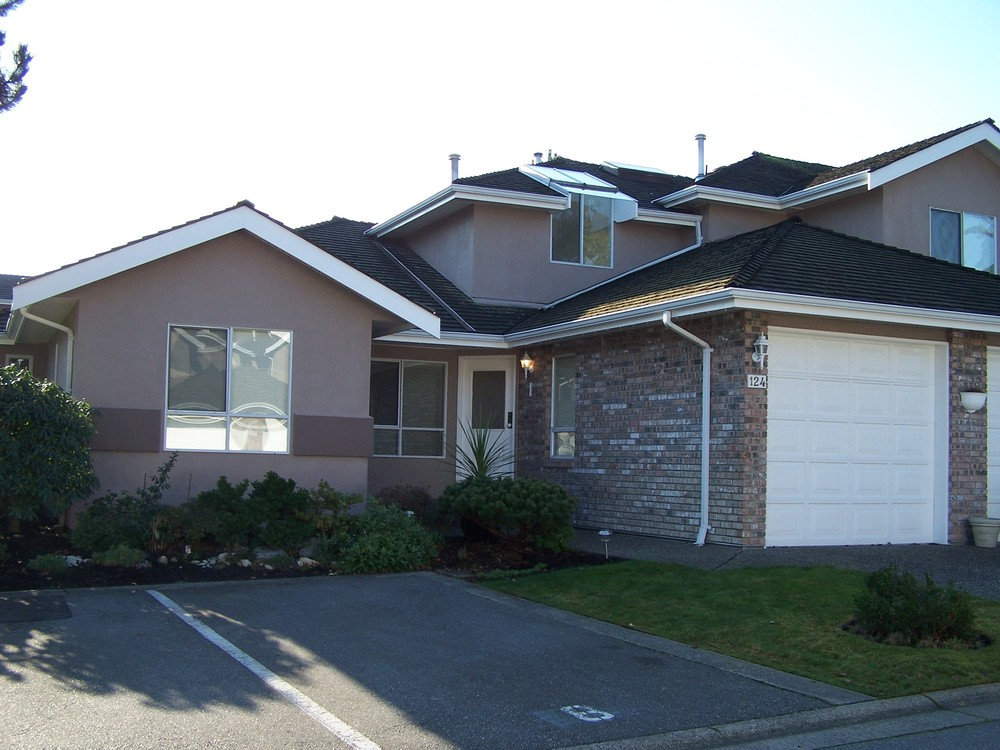 Photo 1: 124 15550 26TH Ave in South Surrey White Rock: Home for sale : MLS® # F2926962