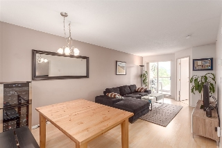 "Main Photo: PH2 1015 KINGSWAY Street in Vancouver: Fraser VE Condo for sale in ""Windsor Court"" (Vancouver East)  : MLS(r) # R2179097"