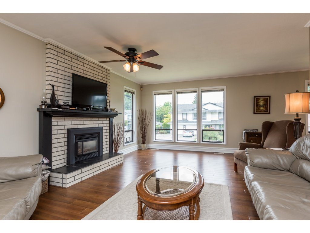 Photo 3: 21380 126TH Avenue in Maple Ridge: West Central House for sale : MLS(r) # R2179182