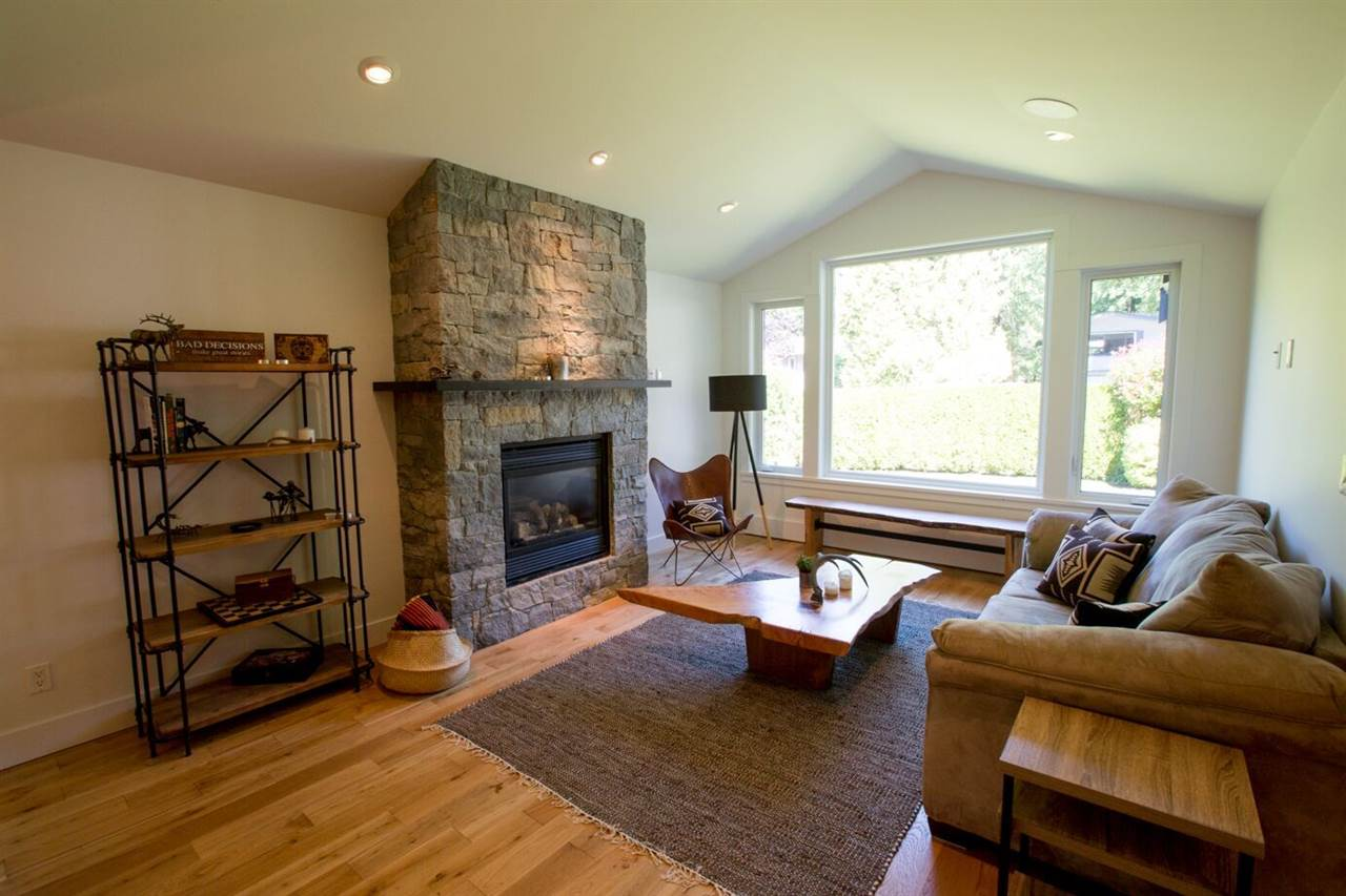 Gas fireplace, vaulted, welcoming..