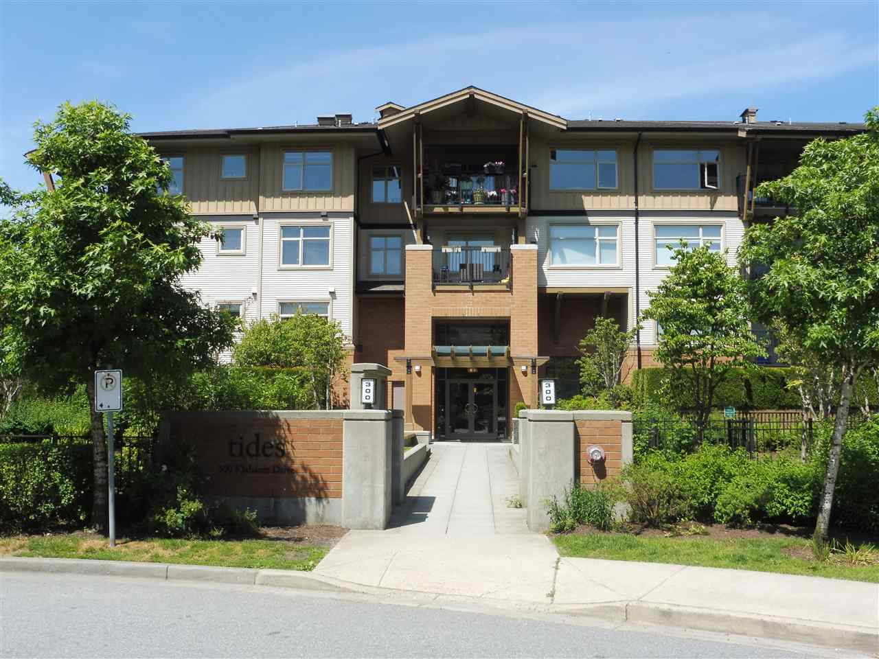 Main Photo: 305 300 KLAHANIE DRIVE in Port Moody: Port Moody Centre Condo for sale : MLS®# R2174432