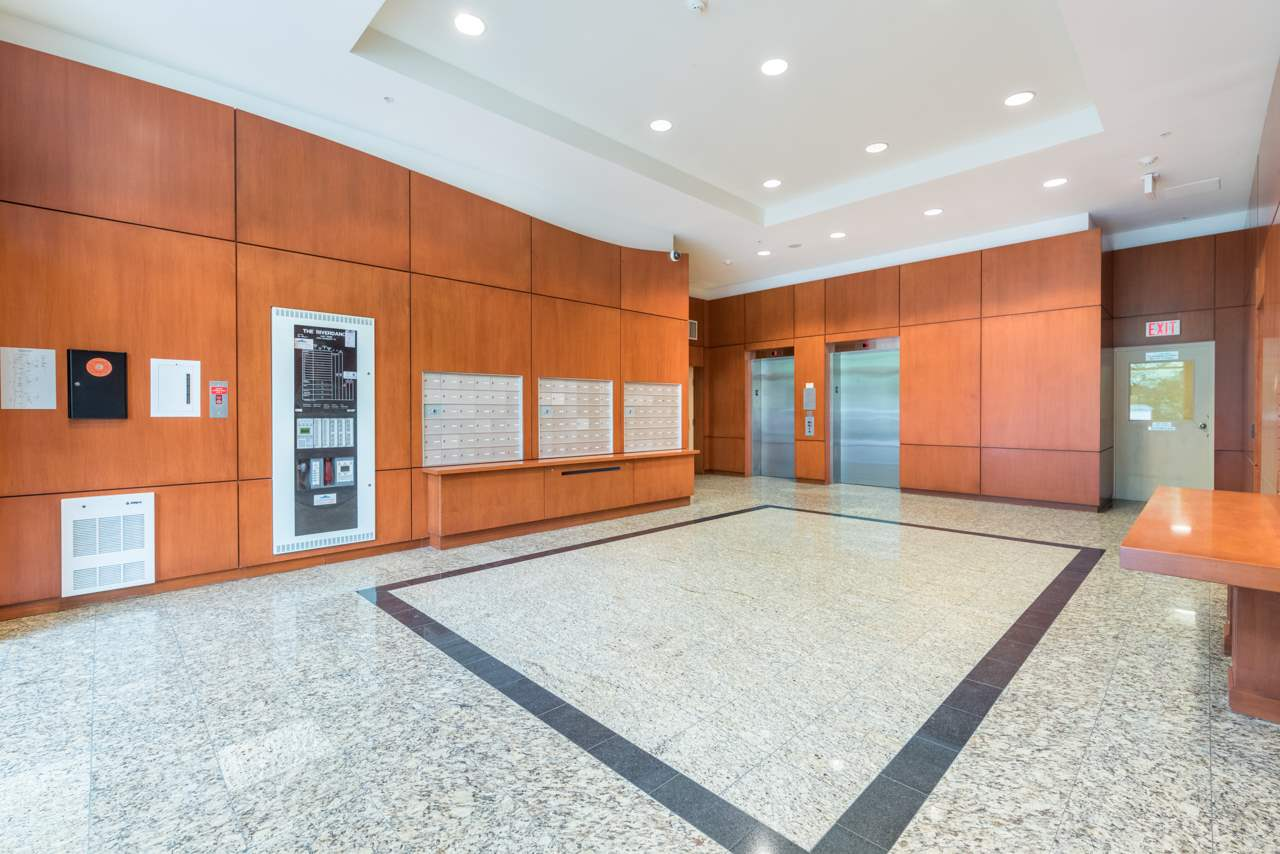 "Photo 2: 1009 2763 CHANDLERY Place in Vancouver: Fraserview VE Condo for sale in ""THE RIVER DANCE"" (Vancouver East)  : MLS® # R2202828"