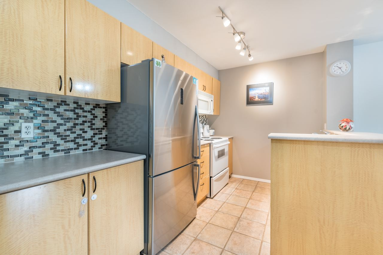 "Photo 4: 1009 2763 CHANDLERY Place in Vancouver: Fraserview VE Condo for sale in ""THE RIVER DANCE"" (Vancouver East)  : MLS® # R2202828"