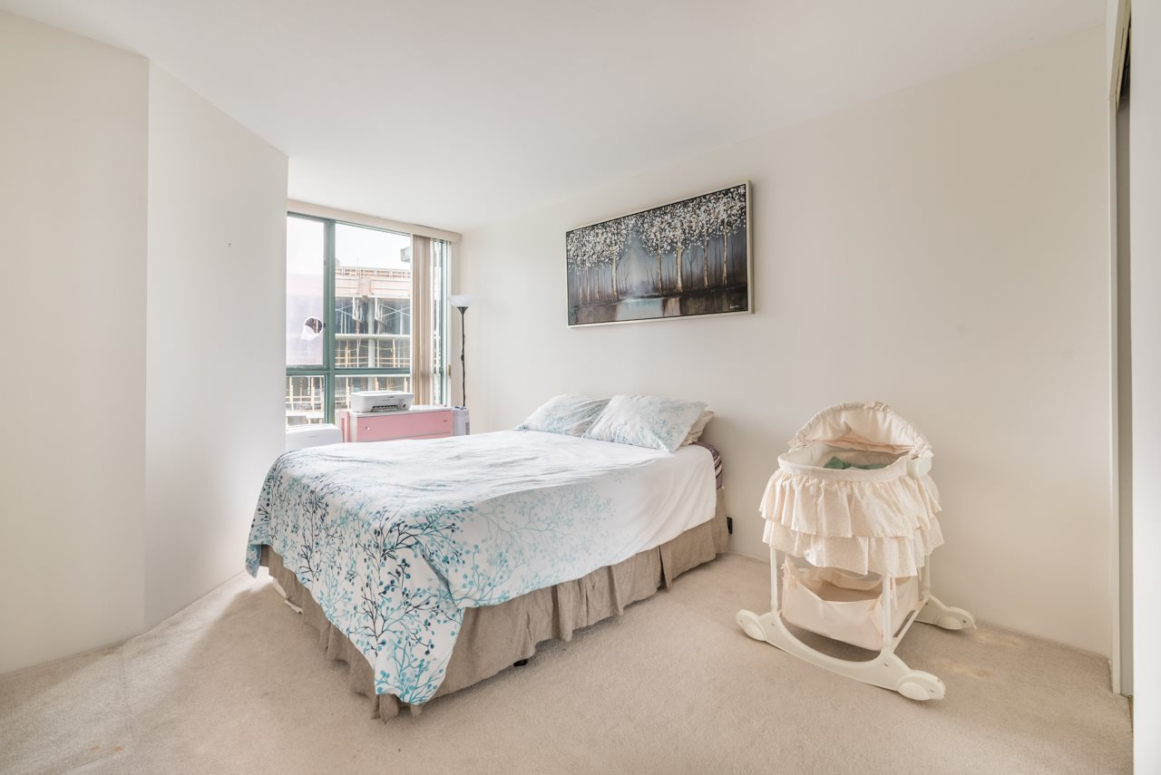 "Photo 13: 1009 2763 CHANDLERY Place in Vancouver: Fraserview VE Condo for sale in ""THE RIVER DANCE"" (Vancouver East)  : MLS® # R2202828"