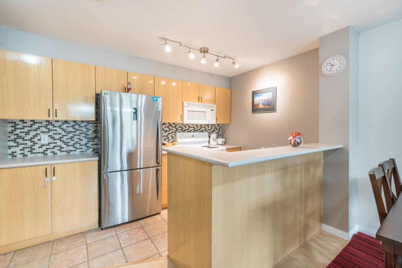 "Photo 6: 1009 2763 CHANDLERY Place in Vancouver: Fraserview VE Condo for sale in ""THE RIVER DANCE"" (Vancouver East)  : MLS® # R2202828"