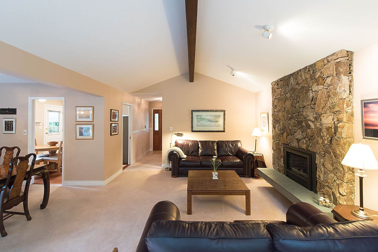 Photo 6: Photos: 675 ALPINE Court in North Vancouver: Canyon Heights NV House for sale : MLS® # R2207689