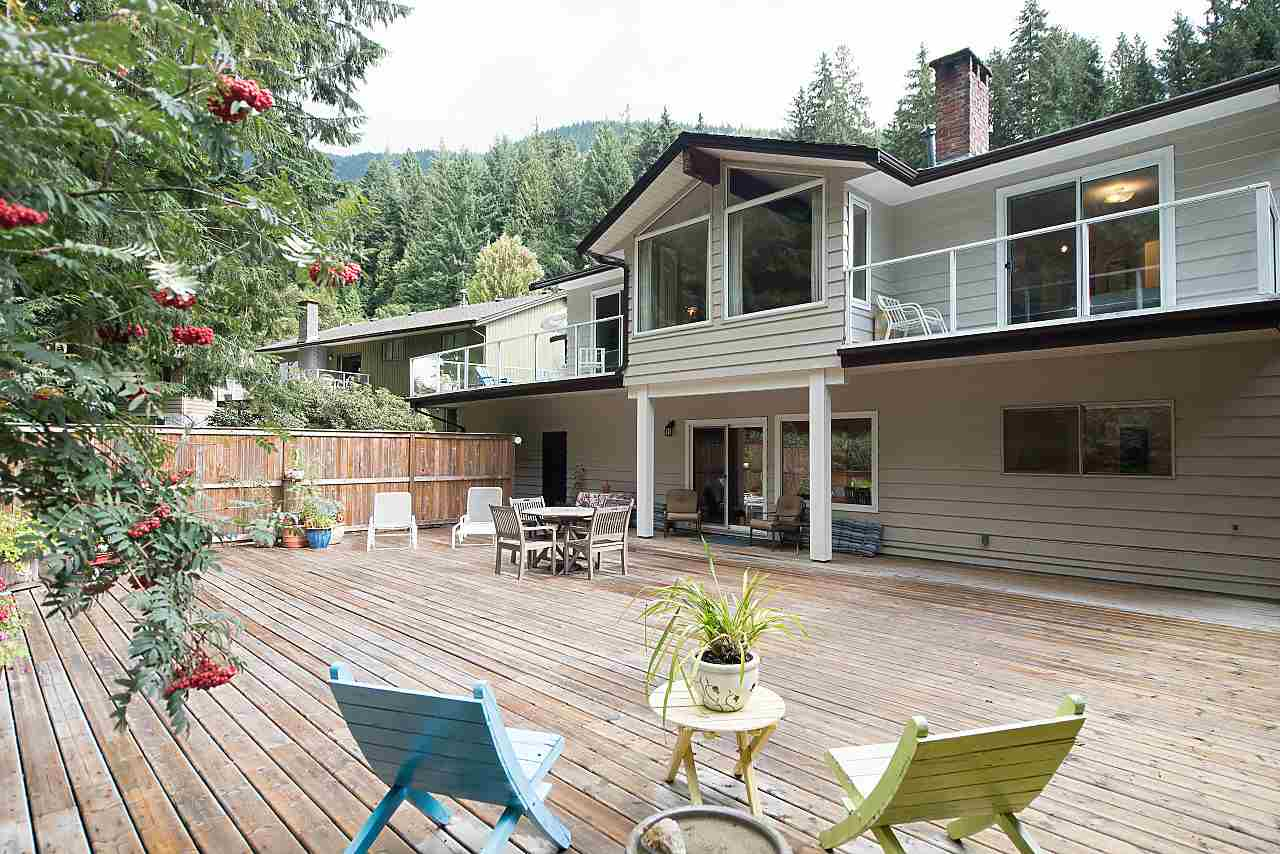 Photo 3: Photos: 675 ALPINE Court in North Vancouver: Canyon Heights NV House for sale : MLS® # R2207689